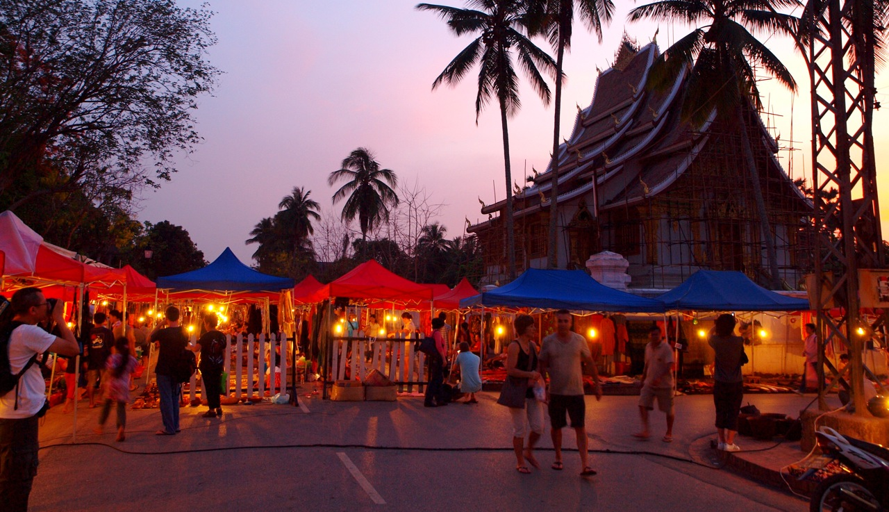 Chợ Viềng: Silk Roads And Siamese Smiles