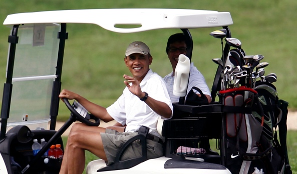 US President Obama waves from a golf cart in Kailua
